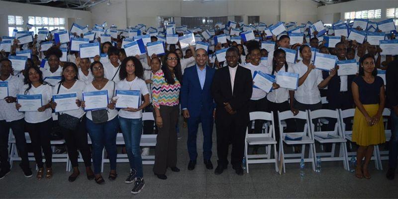 Photo of ITLA entrega más de 900 becas de inglés a munícipes de Boca Chica