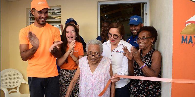 Photo of Plan Social entrega enseres a Casa Hermanos Pobres y a educadora de 84 años