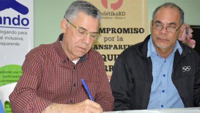 Photo of Aspirantes a la Alcaldía de Santo Domingo Este firman compromiso