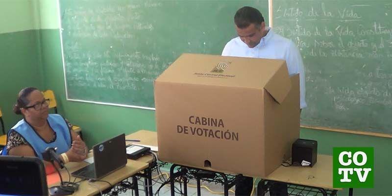 """Photo of Luis Alberto Tejeda queda """"al descubierto"""" en vídeo que muestra dónde es que realmente vota"""