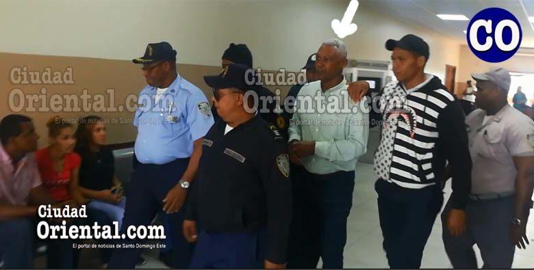 El capitán en retiro del ERD, Manuel Roa Castillo, en custodia.