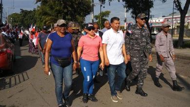 Photo of Policía y comunitarios marchan en SDE en aniversario de Duarte