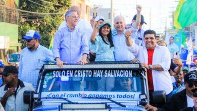 Photo of Manuel Jiménez luce victorioso en cierre de su campaña con gran caravana y evento artístico