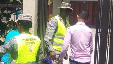 Photo of Abel Matos denuncia militares le impiden entrar al Colegio San Vicente de Paúl