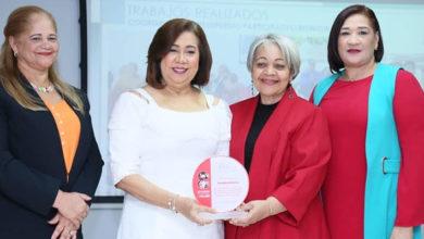 Photo of Ministerio de la Mujer reconoce labor de Jacinta Estévez en la Alcaldía de Santo Domingo Este