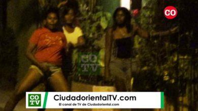Photo of Varias mujeres que escandalizaban en el Bo. Puerto Rico desafían PN durante toque de queda