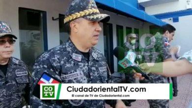 Photo of Vídeo muestra momento en que coronel infectado con Covid-19 se sacude la nariz al lado del jefe de la PN