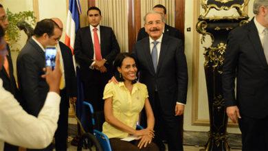 """Photo of Danilo Medina expresa aprecio y respeto a periodistas, """"auténticos voceros de la comunidad y celosos guardianes de los derechos"""""""