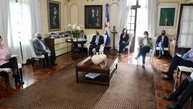 Photo of Danilo Medina se reúne con Comisión de Asuntos Sociales; 5.6 millones de dominicanos han recibido alimentos en últimas dos semanas