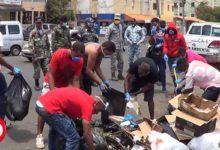 Photo of A recoger basura en las calles quienes son arrestados en SDE por violar el toque de queda + Vídeo