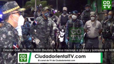 El Director General de la PN, Ney Aldrín bautista Almonte, se dirige a las tropas en SDE durante el toque de queda.