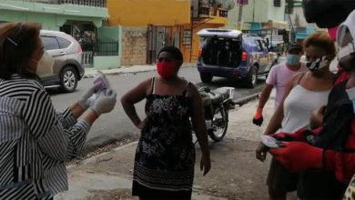 Photo of Jacinta Estévez entrega alimentos y kits higiénicos a familias de la circunscripción número uno, SDE
