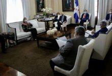 Photo of Danilo Medina se reúne con Comité de Emergencias y Gestión Sanitaria para el Combate del COVID-19