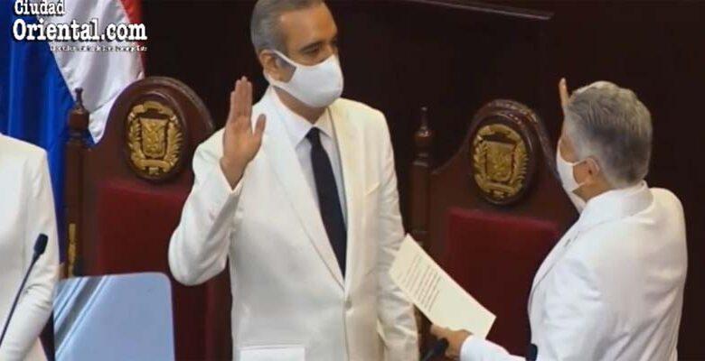 Luis Abinader toma posesión como Presidente de la República