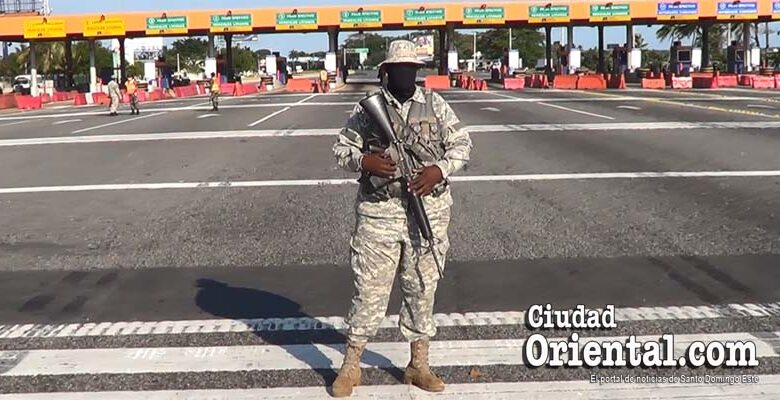 Un soldado hace guardia durante la cuarentena en el Gobierno de Danilo Medina/ Foto de archivo