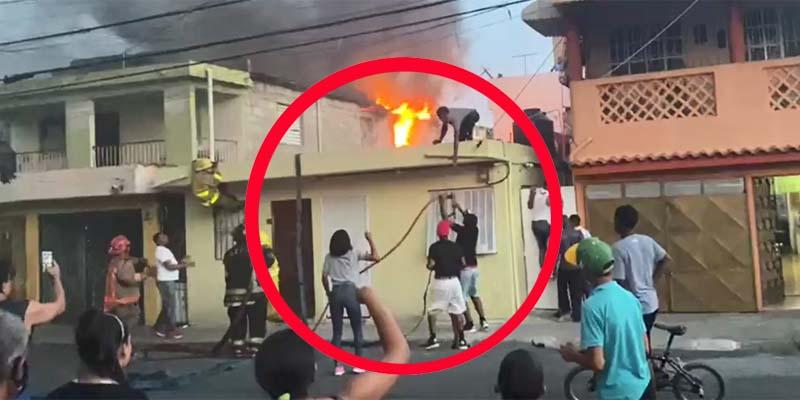 Los vecinos toman el control de las mangueras de los bomberos