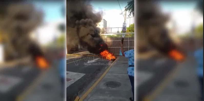 Desconocidos incendiaron neumáticos.