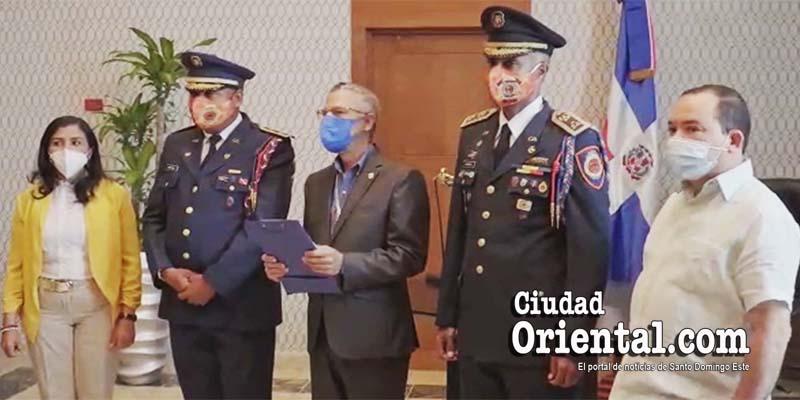 Momento en que Manuel Jiménez destituye en forma sumaria al Intendente del CBSDE, Coronel Rafael Javier Bueno / Captura de pantalla