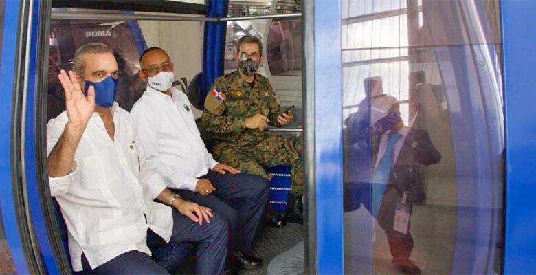 Luis Abinader en el teleférico de Santo Domingo