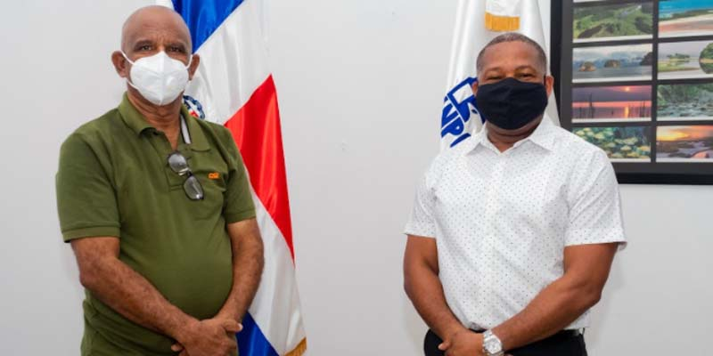 Robert Vargas, (i) y Adán Peguero. Todo maestro de escuela se siente satisfecho cuando ve que sus alumnos progresan y afrontan desafíos