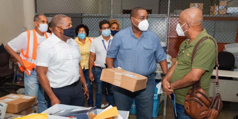 Jesús Pineda, Director de Operaciones del IMPOSDOM, da detalles sobre el manejo de la paqueteria llegada desde Amazon