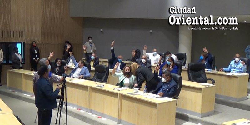 Regidores del PLD se unen a una parte de sus colegas del PRM para respaldar a Manuel Jiménez