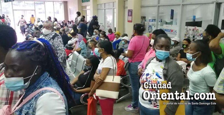 Hacinamiento total en el hospital Dr. Darío Contreras, aumentan el peligro de contagio con el nuevo coronavirus.