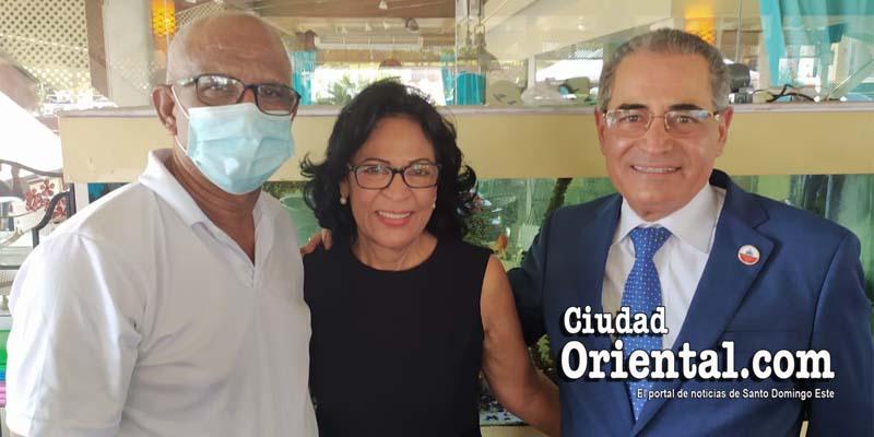 Desde la izquierda, Robert Vargas, Adalgisa Abréu y Nestor Julio Cruz Pichardo