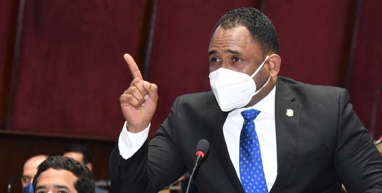 Heriberto Aracena, diputado por la Fuerza del Pueblo (FP).