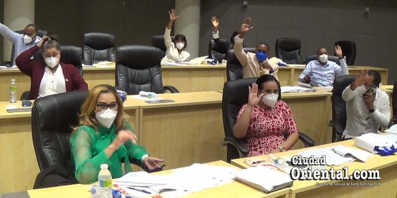 Regidores del ASDE votando en una de las sesiones