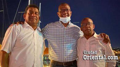 Alfredo Martínez junto a miembros de su equipo en el restaurante La Marinita, la noche del día tres de marzo del 2021