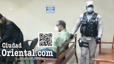 El ex sindico de Bayaguana, Nelson Osvaldo Sosa Martes (a) Opi, sentado y esposado tras ser condenado a 20 años de prisión/ Foto Julio Benzant,