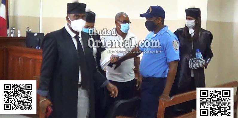 El justiciable, Ramón Mateo del Carmen, junto a su abogado, Odalis Santana Vicente.
