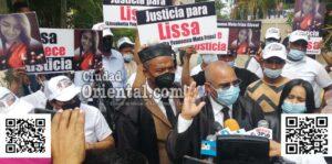 El abogado Manuel Soto Lara, declarando a los periodistas.