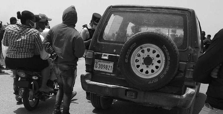 Vehículo en el que fue encontrado e cadáver del hermano de Dellis Feliz/ Foto de El Nuevo Diario