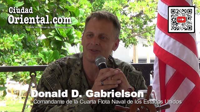 Donald Gabrielson, Comandante de la Cuarta Flota Naval de los EEUU, durante su visita a RD