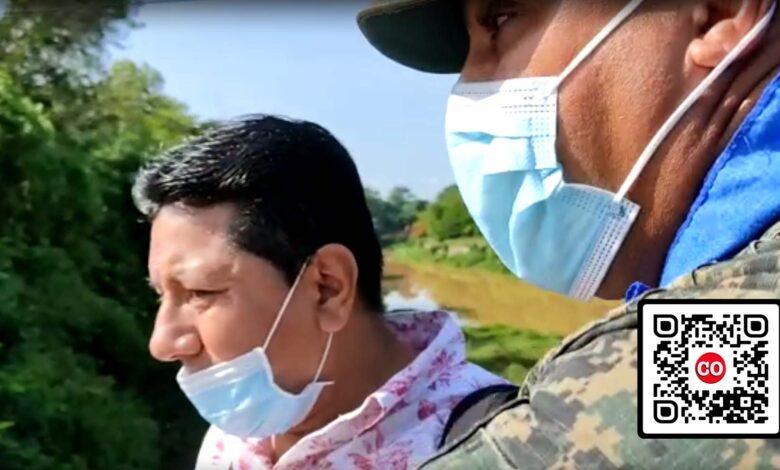 Uno de los extranjeros con acento suramericano que ingresó esta mañana a RD por el paso fronterizo de Dajabón, bajo protección militar