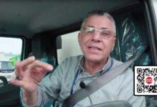 Manuel Jiménez se coloca al volante de uno de los camiocitos destinados a la recogida de basura
