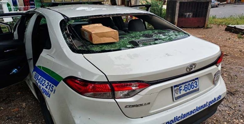 Vehículo de la Policía Nacional afectado.
