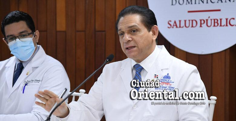 En primer plano, Daniel Rivera, Ministro de Salud de RD